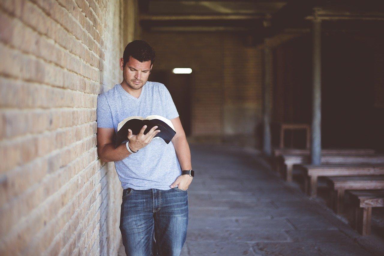 Buen lector hombre