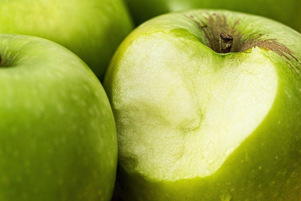 Vitaminas que tiene la manzana verde