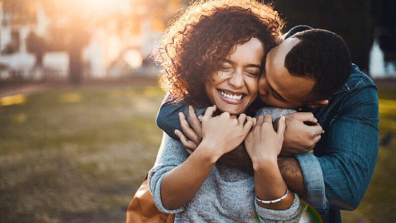 Cómo saber si un hombre casado está enamorado de ti